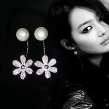 Load image into Gallery viewer, Stunning Pearl Flower Earrings