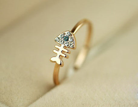 The exquisite fish bone ring