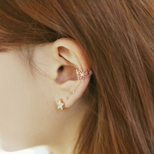 Load image into Gallery viewer, Sweet Hollowed Flower Ear Cuff