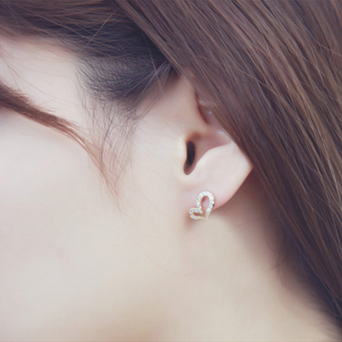 Stunning Hollowed-out Heart Stud Earrings