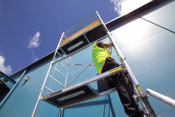 Erecting and Using a Scaffold Tower Safely