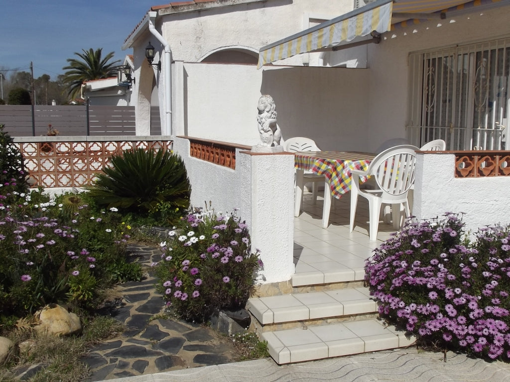 Casa Carlit, Rentals - Empuriabrava - Black Sea Real Estate