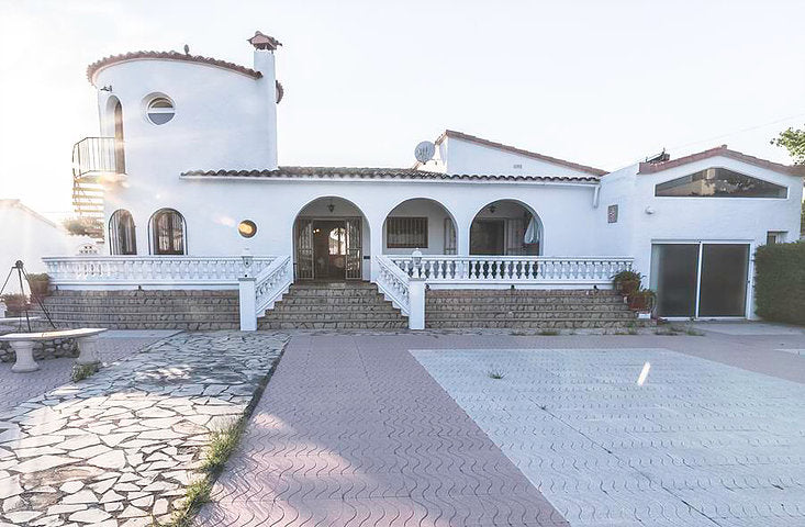 Luxus Villa by the canal, Empuriabrava Costa Brava Spain - Black Sea Real Estate