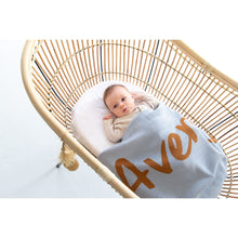 Load image into Gallery viewer, Kentucky Blue Personalized Organic Cotton Knitted Blanket for kids