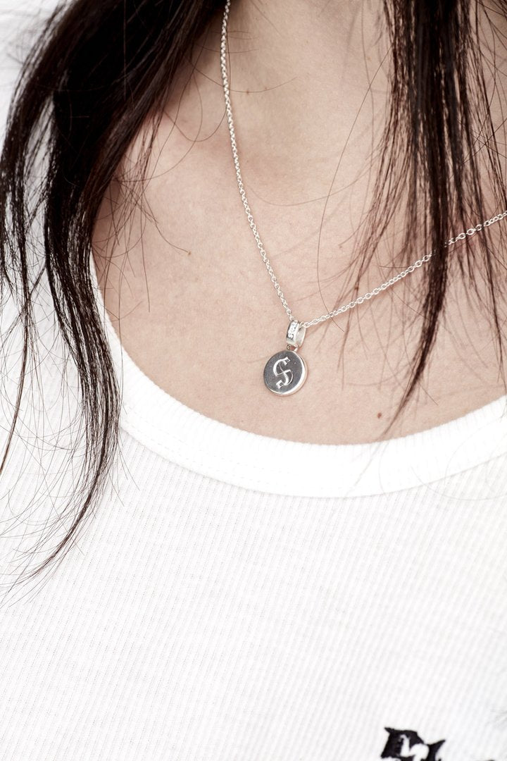 S LOGO CAP NECKLACE