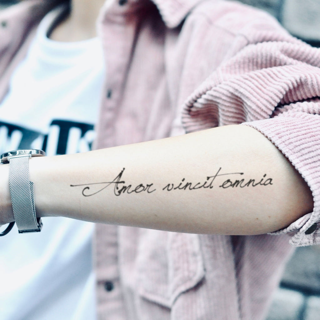fake medium amor vincit omnia lettering temporary tattoo sticker design idea on forearm