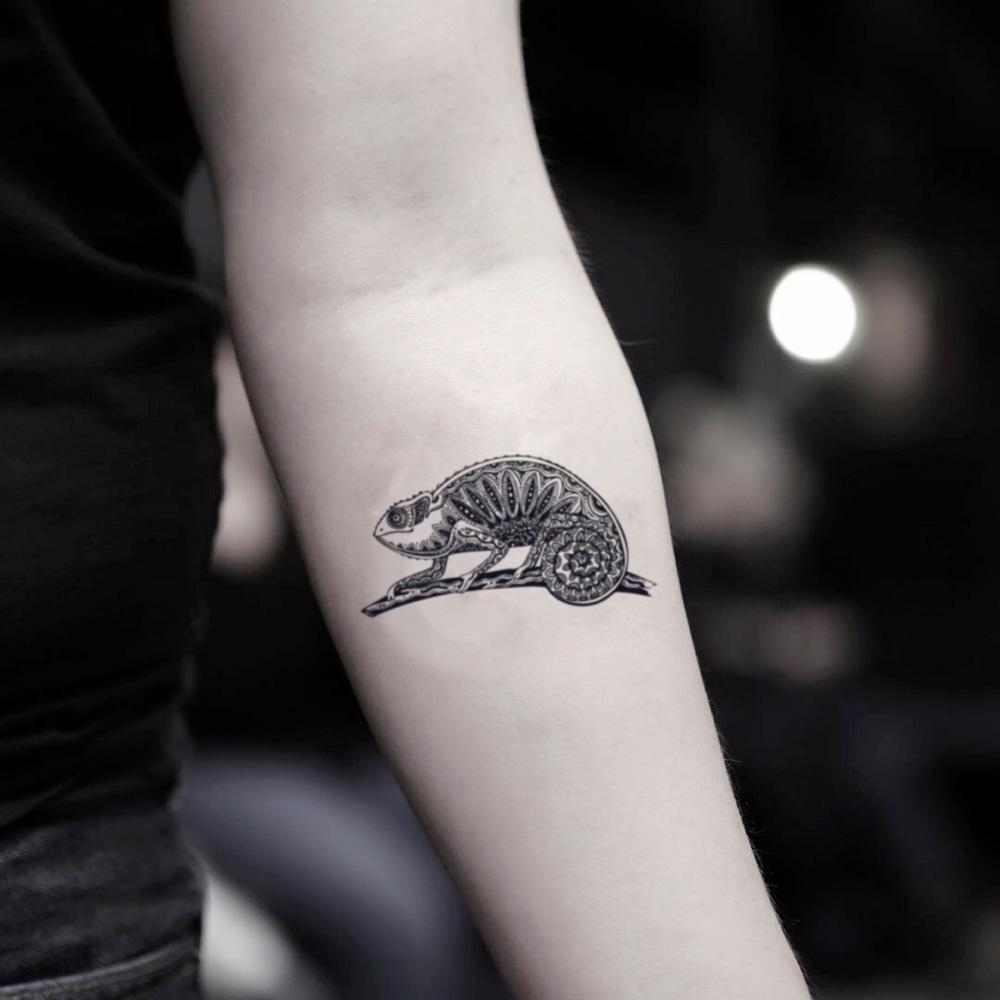 fake small chameleon leopard gecko animal temporary tattoo sticker design idea on inner arm