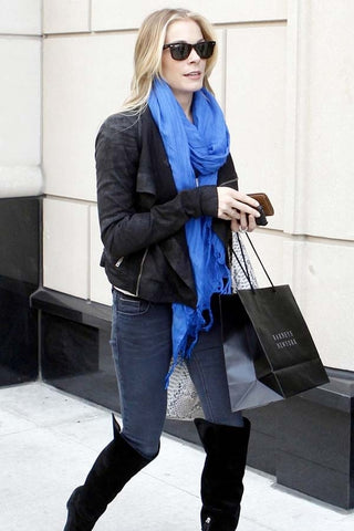 LeAnn Rimes in Love Quotes Linen Tassel Scarf