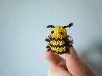 Knitted Bee