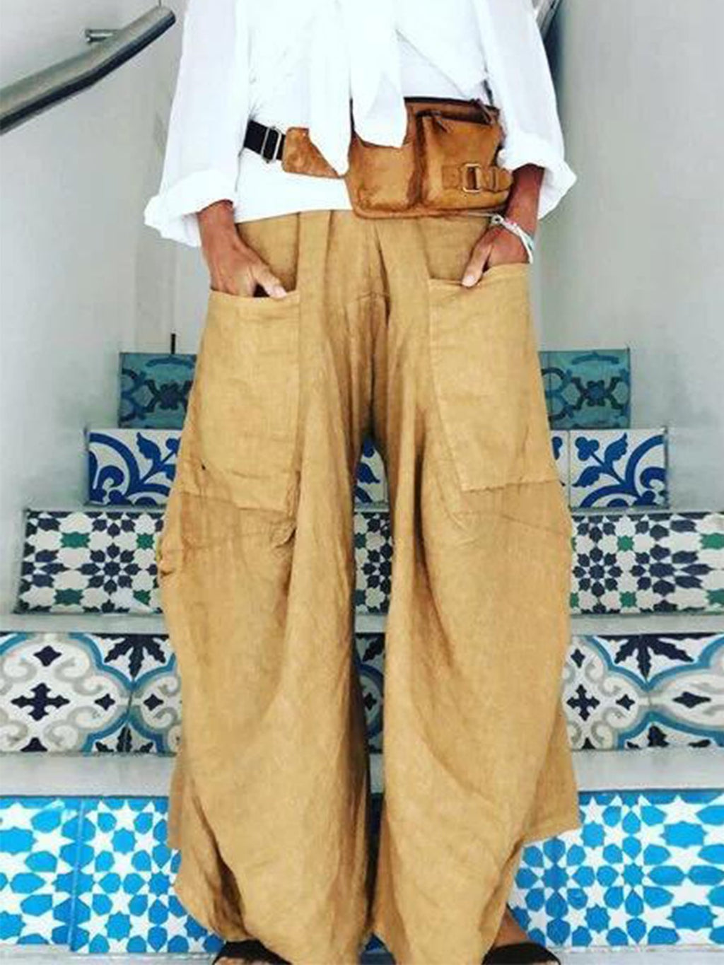 Solid Wide Patch Pocket Asymmetric Wide-Legged Pants