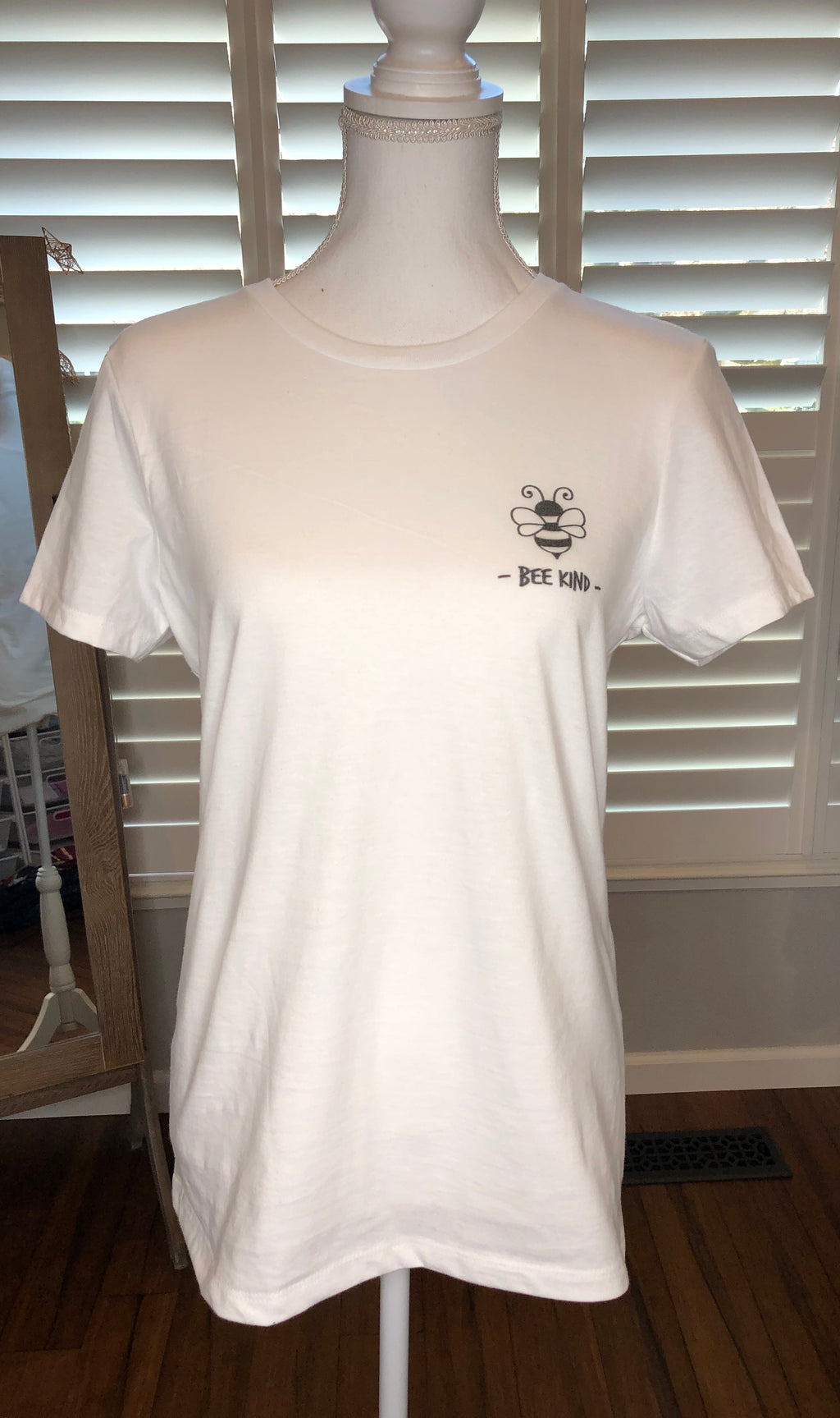 Bee Kind graphic tee-Tops-The Bee Chic Boutique-[option4]-[option5]-[option6]-[option7]-[option8]-Shop-Boutique-Clothing-for-Women-Online