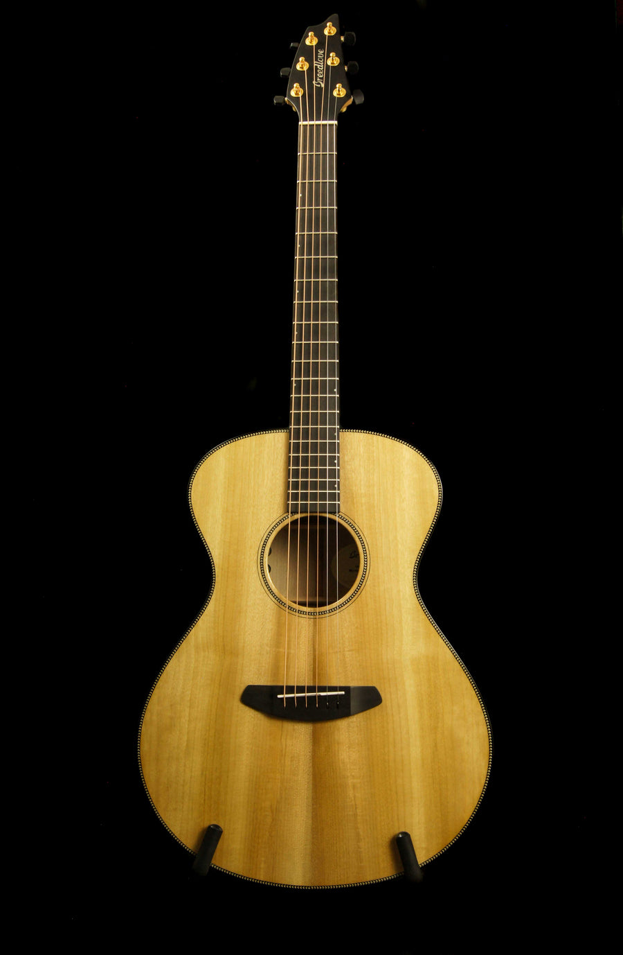 Breedlove Oregon Concert All Myrtlewood Acoustic Guitar with Electronics