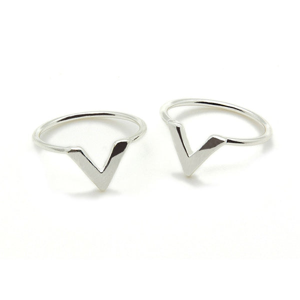 Silver 'V' Ring - Custom Flesh Plugs & Gauges, Alternative, Tattoo - Jewellery - Ring - 1