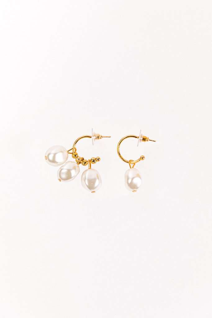 The Pearl Hoops in gold