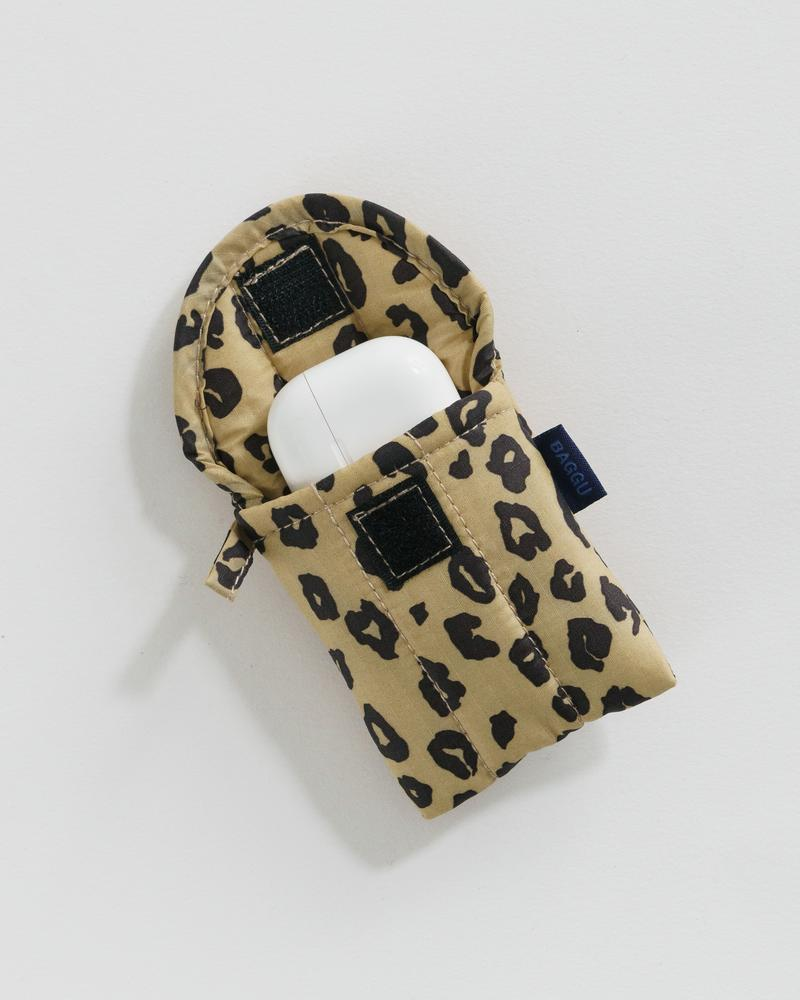 The Puffy Earbuds Case in Honey Leopard