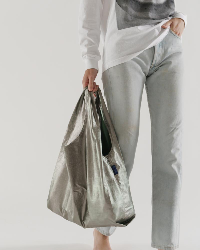 The Standard Baggu in Pewter Metallic
