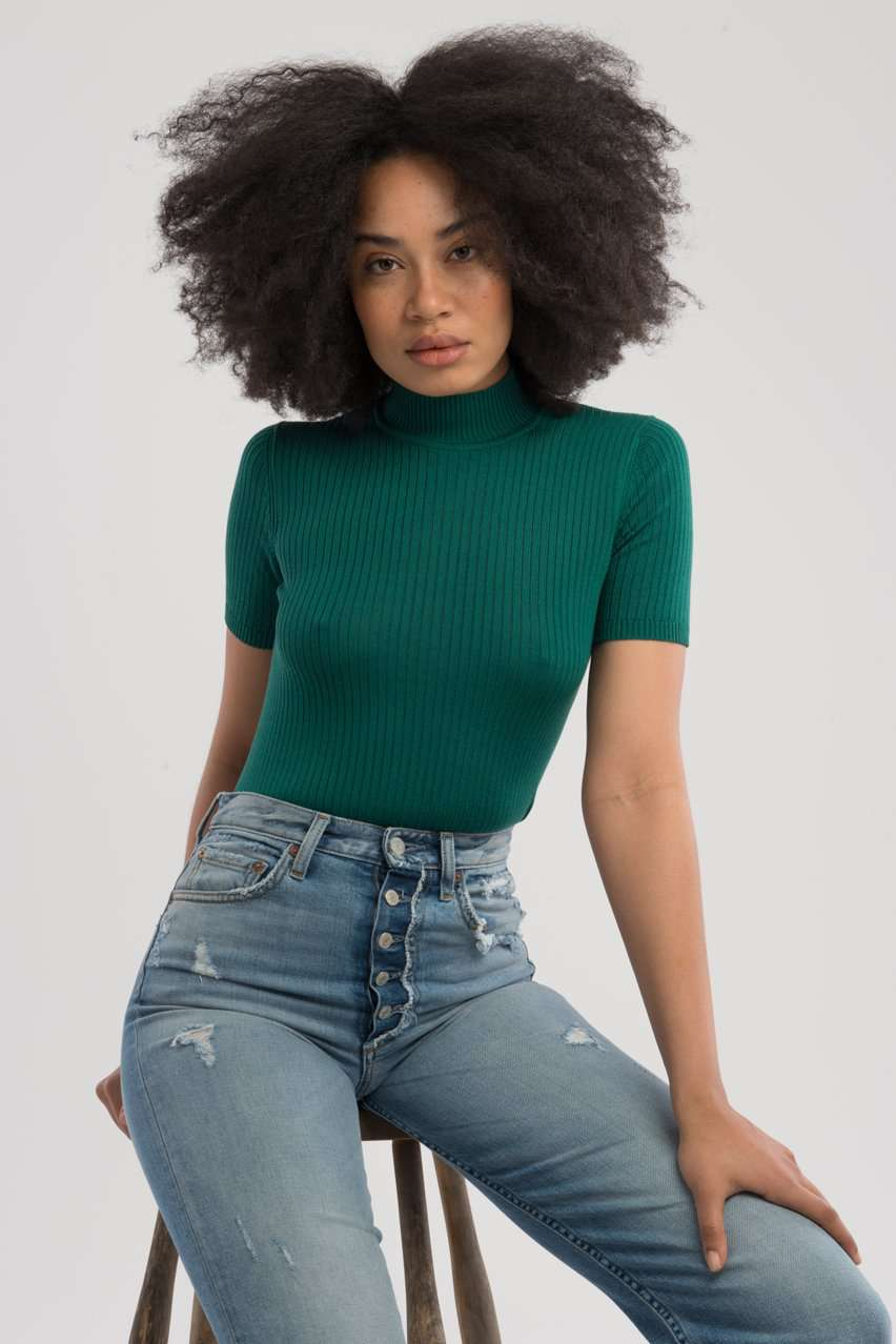The S/S Mock Neck Top in Green