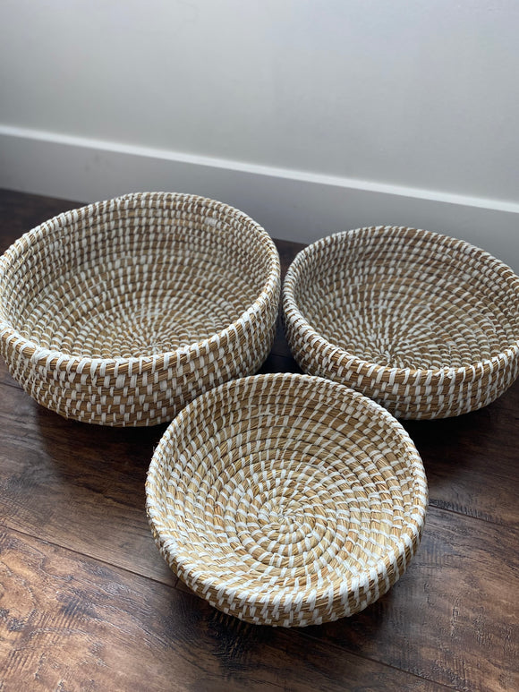 White + natural basket bowl