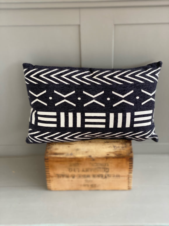 Black rectangle cushion with white motif