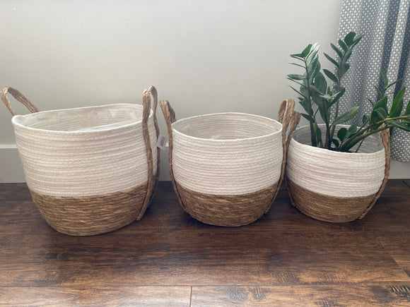 Two toned basket with liner, white + natural