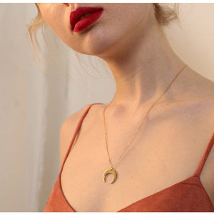 CRESCENT MOON NECKLACE - Diftas