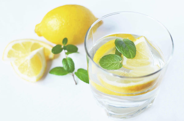 glass of water with lemons