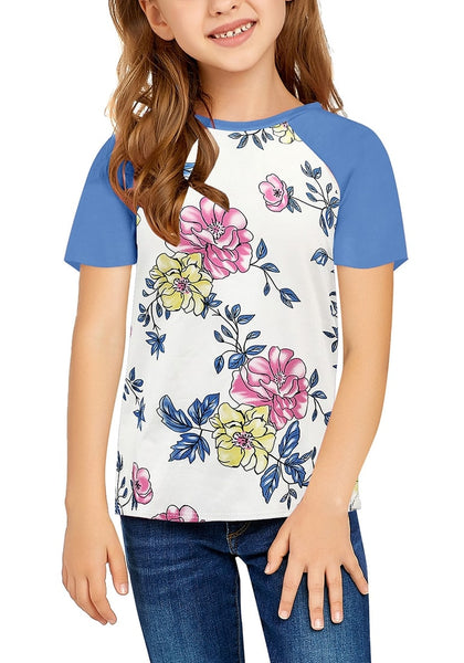 Front view of model wearing blue  short raglan sleeves floral-print girl top
