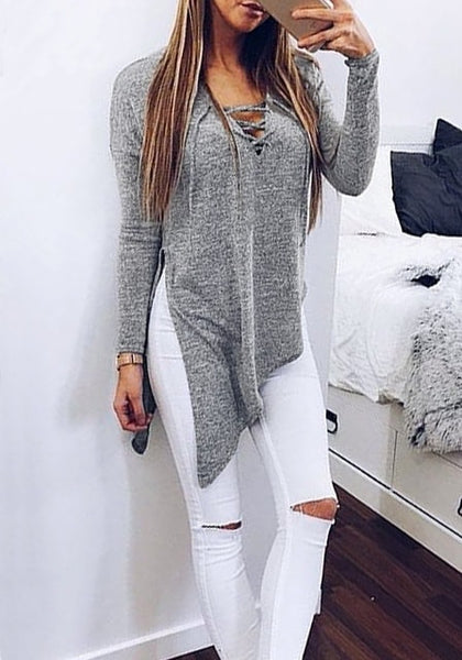 Girl in a grey side-slit asymmetrical tee taking a selfie