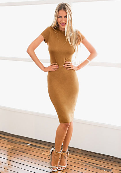 Model looks sexy in brown midi sheath dress