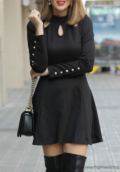 theywearhighheelsblog is wearing lookbookstore black three keyholes dress