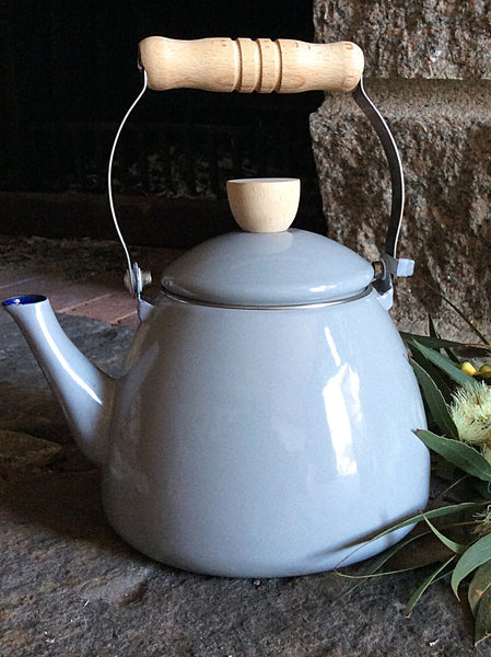 Enamel Kettle with Beechwood Top