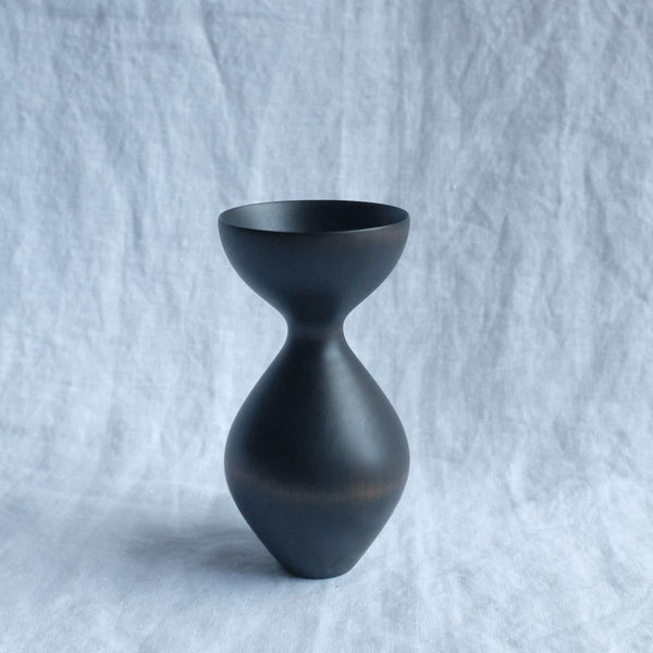 Walk In The Park Curve Vase, Black Maire