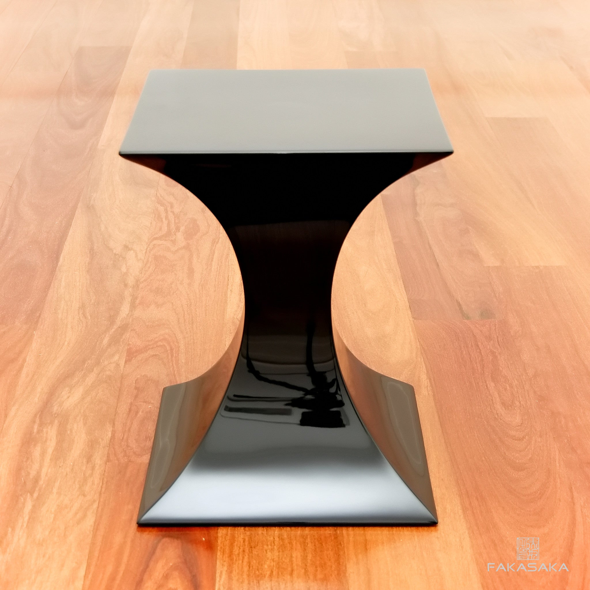 FA7 STOOL / SIDE TABLE / DRINK TABLE <br><br>LACQUER BLACK