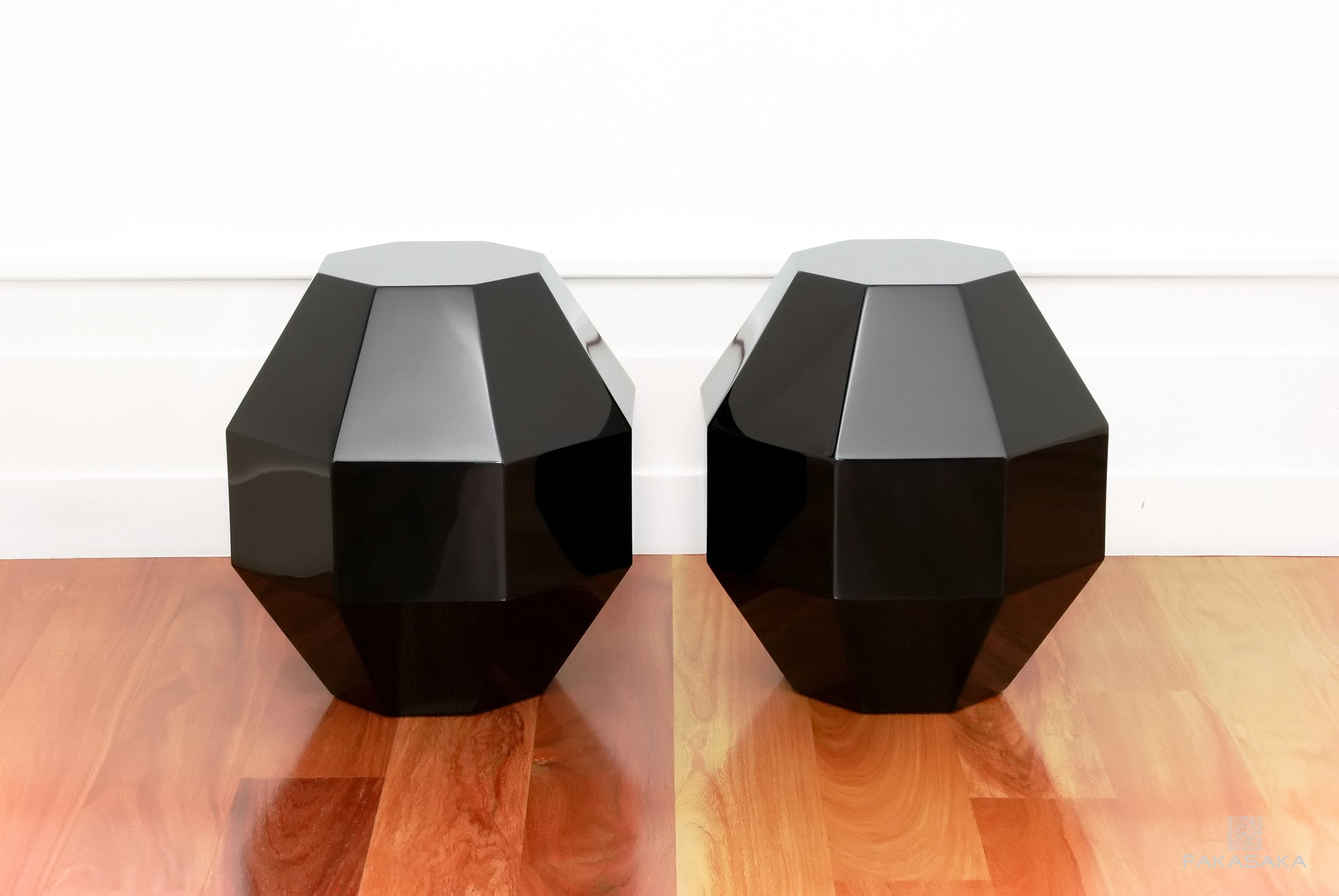 FA19 STOOL / SIDE TABLE / DRINK TABLE<br><br>LACQUER BLACK