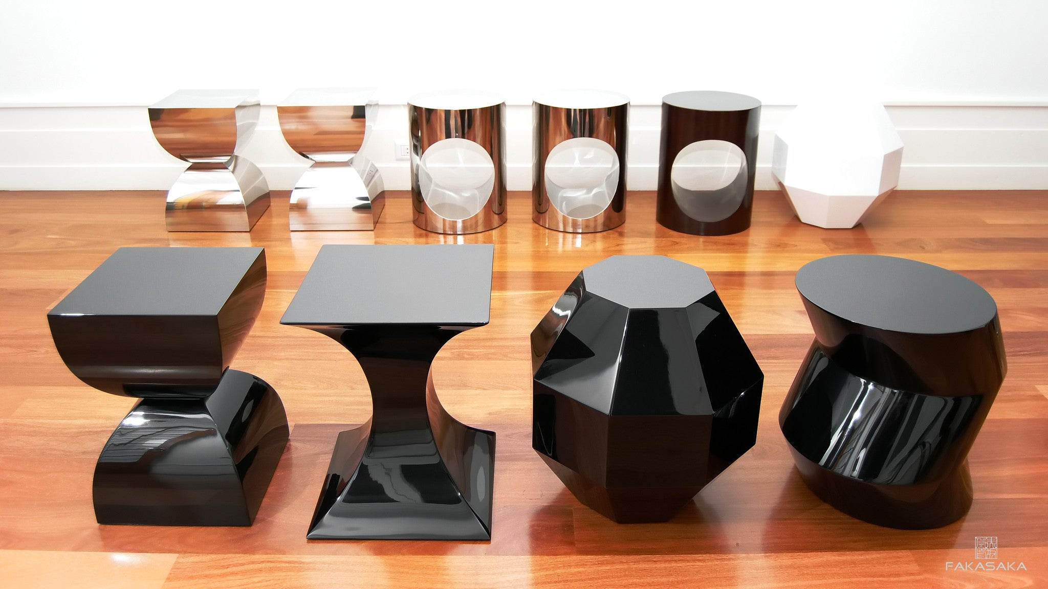 FA4 STOOL / SIDE TABLE / DRINK TABLE<br><br>LACQUER BLACK