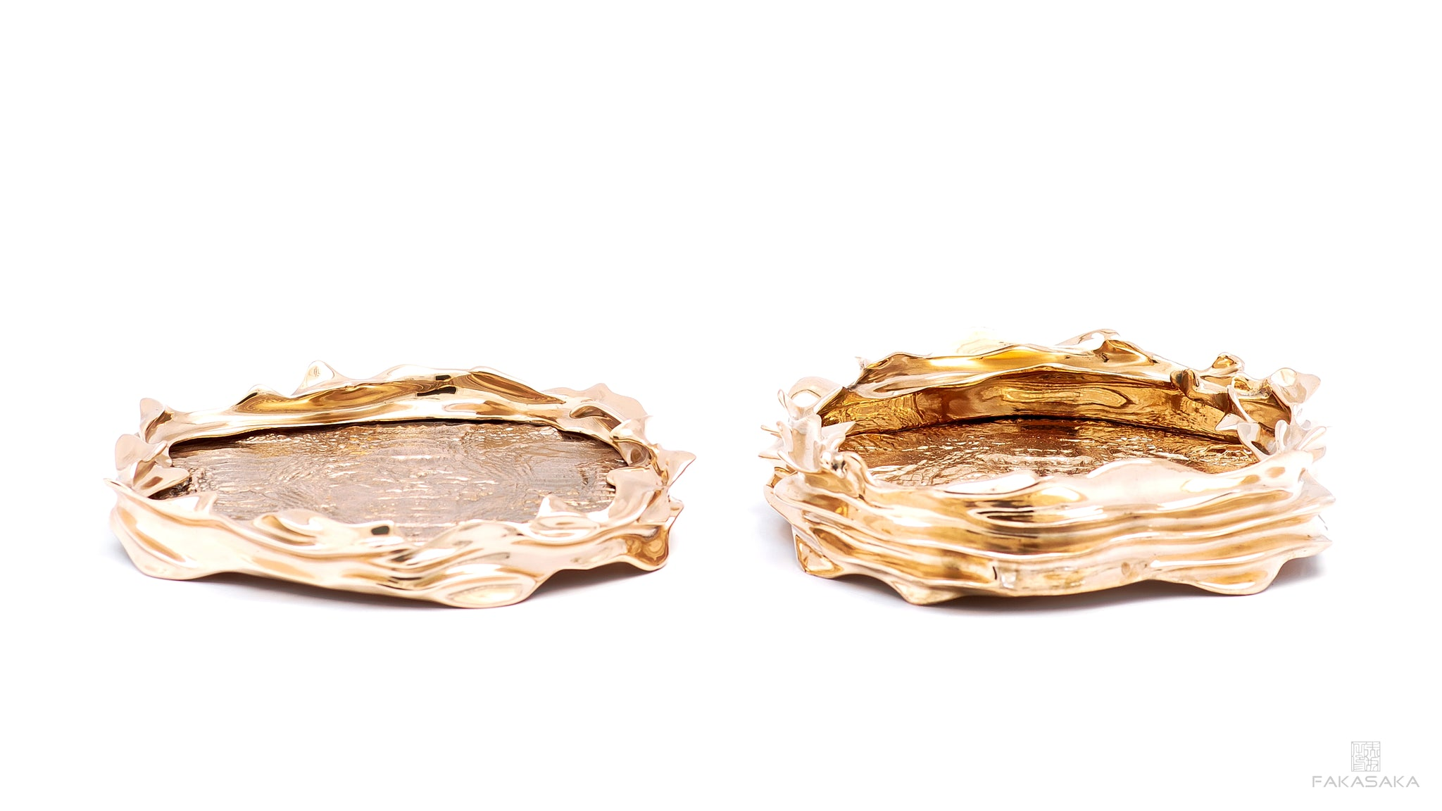 DEAR CELIA TRAY / BOWL / CENTERPIECE<br><br>CROCODILE<br>POLISHED BRONZE