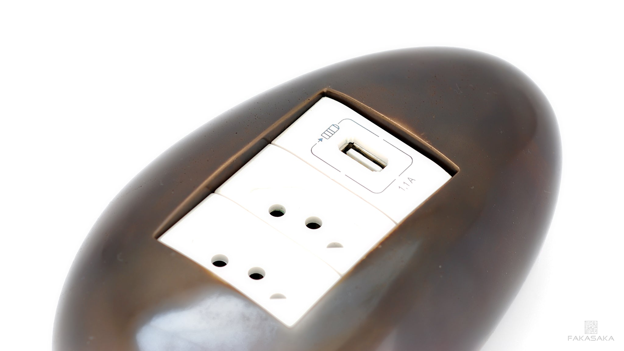DYLAN ELECTRICAL MODULE<br><br>2 OUTLETS + 1 USB PORT + EXTENSION CORD<br>DARK BRONZE