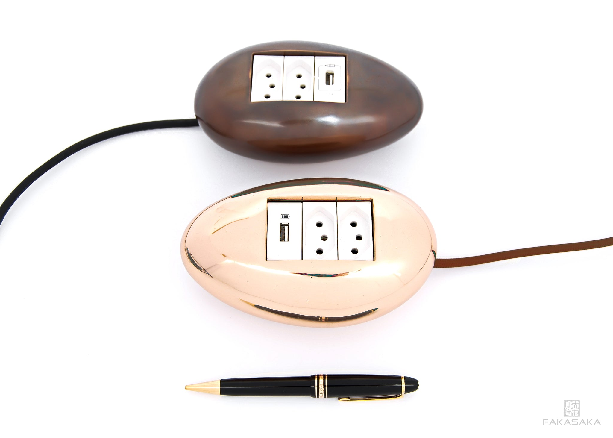 DYLAN ELECTRICAL MODULE<br><br>2 OUTLETS + 1 USB PORT + EXTENSION CORD<br>POLISHED BRONZE