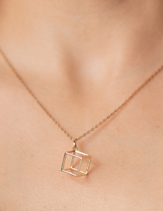 Cube charm in 18 kt gold