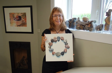 Karen Richardson with her watercolour painting Unbroken