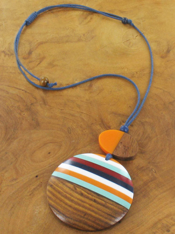 Multicoloured resin and wood disc necklace