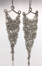 Load image into Gallery viewer, silver crocheted earrings (S)