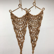 Load image into Gallery viewer, Thin brass crochet earrings (M)