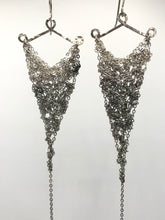 Load image into Gallery viewer, silver ombre triangle earrings (M)
