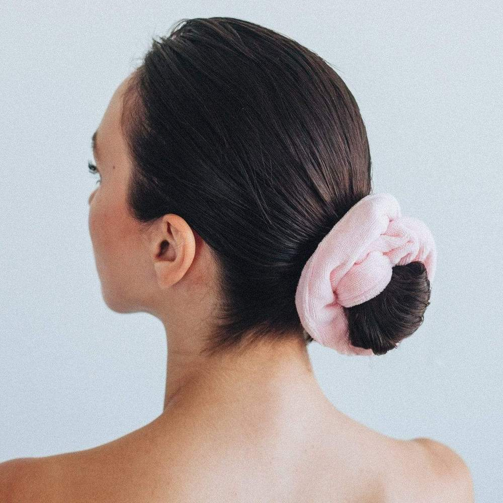 Load image into Gallery viewer, TOWEL SCRUNCHIES IN BLUSH