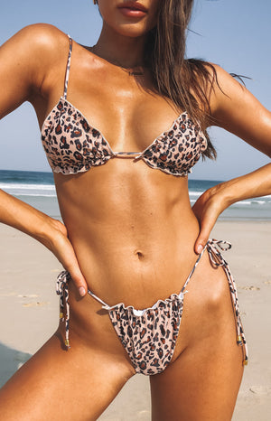 https://files.beginningboutique.com.au/9.0+NADIE+BIKINI+TOP+NATURAL+LEOPARD.mp4