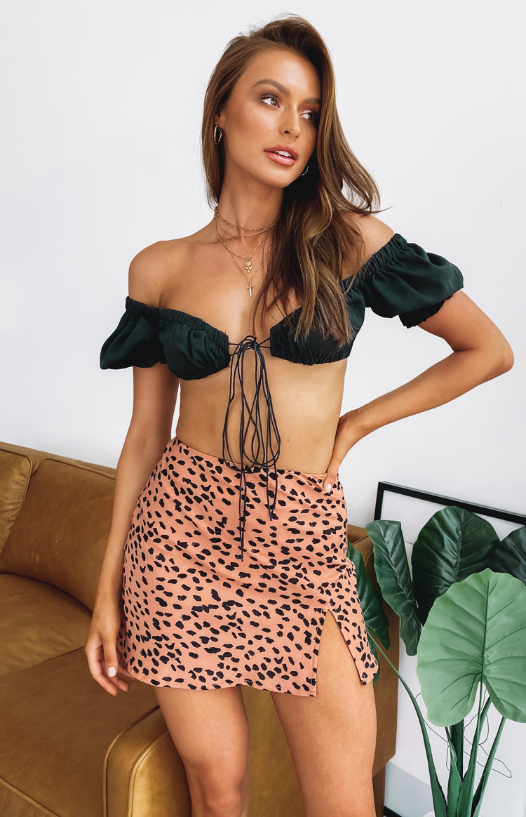 https://files.beginningboutique.com.au/ALANNAH+CROP+TOP+BLACK+.mp4