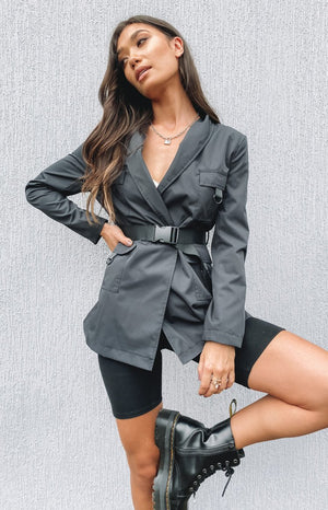 https://files.beginningboutique.com.au/20200219-ASCOT+NYLON+BLAZER.mp4