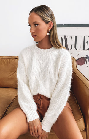 https://files.beginningboutique.com.au/20200504-Aamina+Cable+Knit+Jumper+Cream.mp4