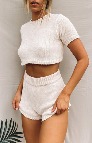 https://files.beginningboutique.com.au/20200508-All+saints+knitted+two+piece+set+beige.mp4
